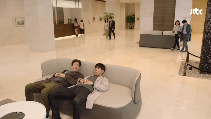 affair_03_couch